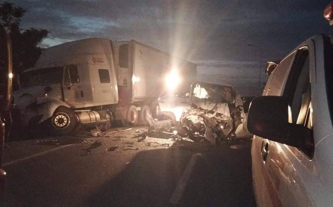 Xe rước dâu gặp tai nạn thảm khốc, chú rể và 12 người tử vong