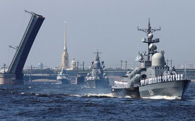 """Video: Xem Nga bắn pháo, khoe dàn tàu chiến """"khủng"""" nhân ngày Hải quân"""