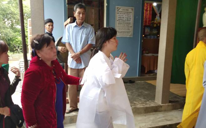 """Cô dâu vượt 600km mặc áo tang lạy di ảnh chú rể trong ngày cưới: """"Chỉ vài tiếng nữa là mình thành vợ chồng"""""""