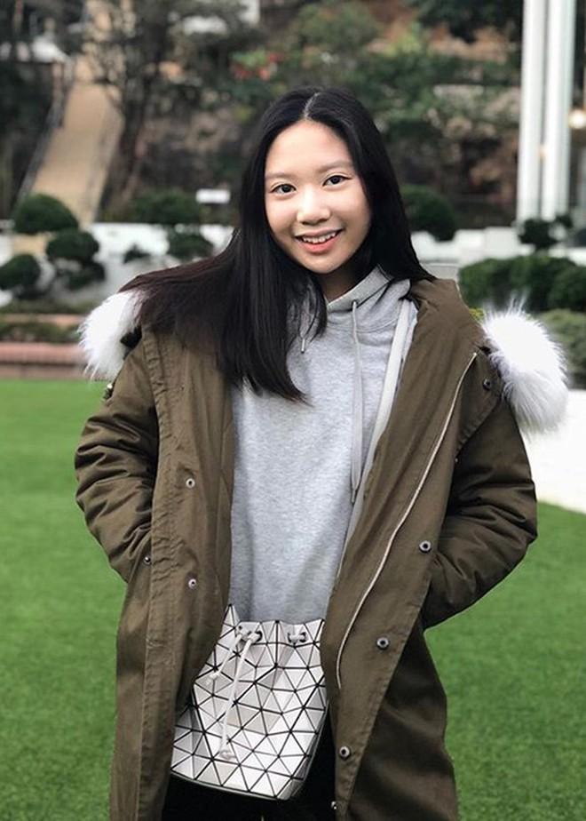 Con gái Chân Tử Đan: 14 tuổi đã phổng phao xinh đẹp, chân dài miên man - Ảnh 6.
