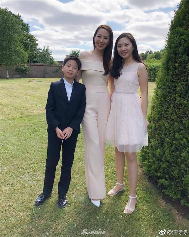 Con gái Chân Tử Đan: 14 tuổi đã phổng phao xinh đẹp, chân dài miên man - Ảnh 15.