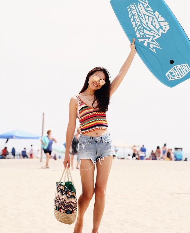 4 mẫu jeans hot nhất mạng xã hội hè này hóa ra đều rất quen thuộc và diện mãi mà chẳng hề lỗi mốt - Ảnh 2.