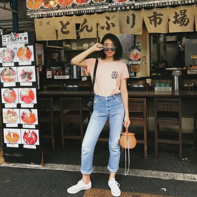 4 mẫu jeans hot nhất mạng xã hội hè này hóa ra đều rất quen thuộc và diện mãi mà chẳng hề lỗi mốt - Ảnh 11.