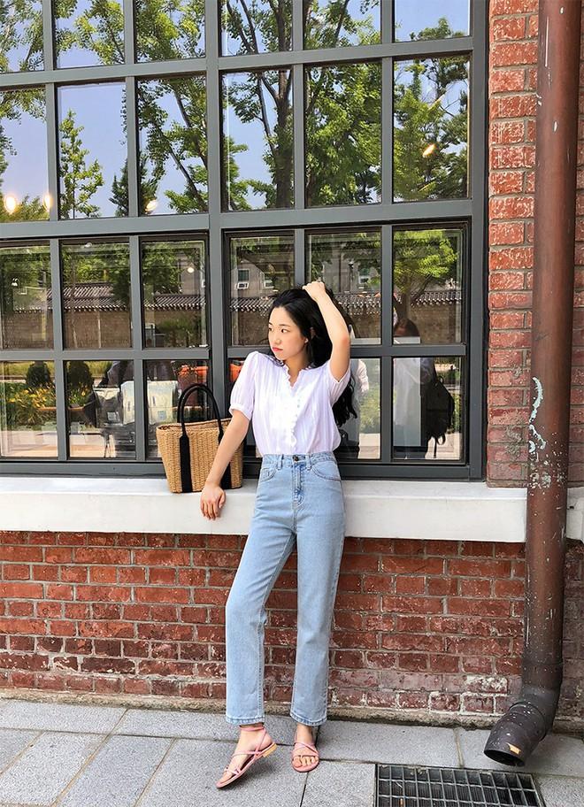 4 mẫu jeans hot nhất mạng xã hội hè này hóa ra đều rất quen thuộc và diện mãi mà chẳng hề lỗi mốt - Ảnh 9.