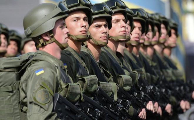 Hơn một vạn quân nhân Ukraine nghỉ việc vì lương thấp