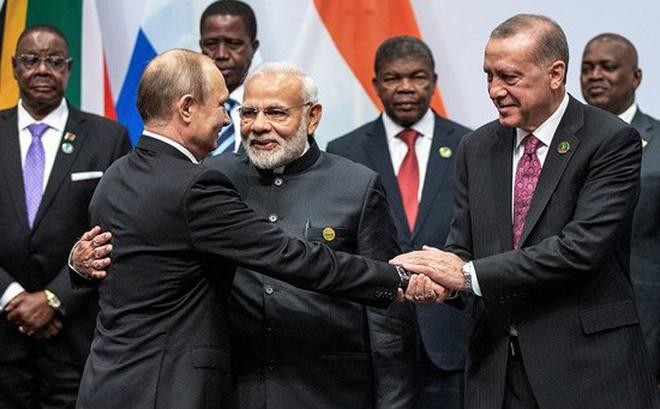 """Thất vọng với NATO và EU, Thổ Nhĩ Kỳ muốn """"chung thuyền"""" với Nga, Ấn, Trung Quốc"""
