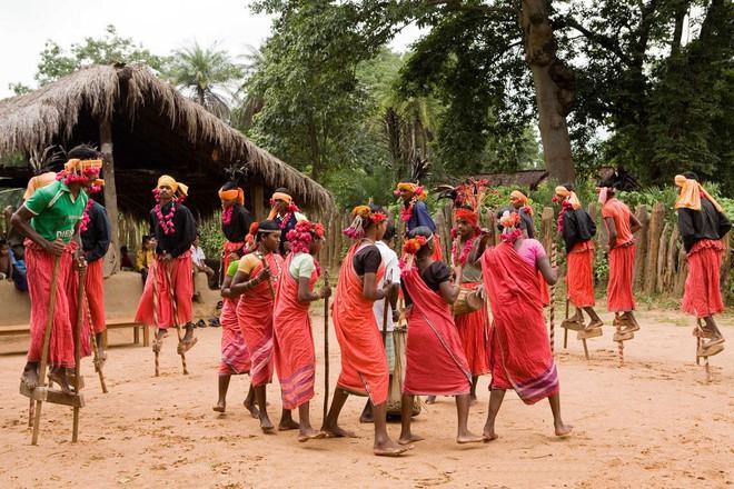 Bộ lạc bí ẩn: Nam nữ yêu thoải mái, thay bạn tình liên tục để bảo đảm hạnh phúc về sau - Ảnh 3.