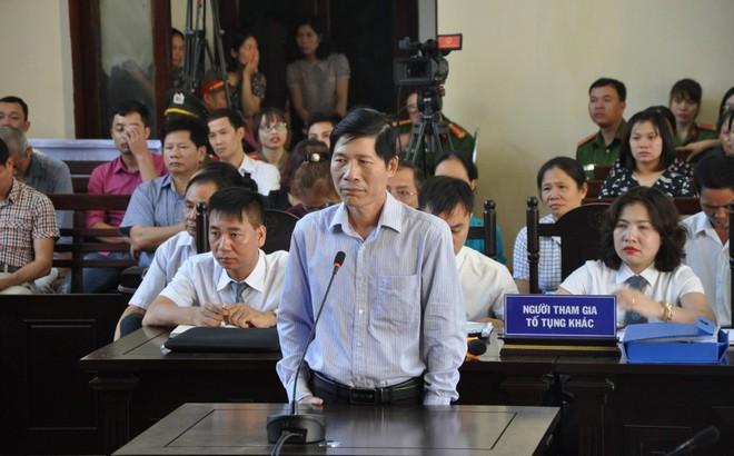 Diễn biến mới nhất vụ án BS Lương: Khởi tố Phó giám đốc BV phù hợp với diễn biến tại toà