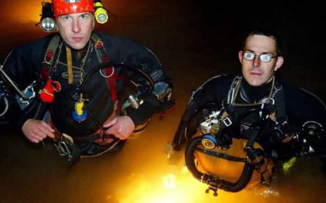 Thợ lặn Anh tìm thấy đội bóng mắc kẹt nhờ... hết dây thừng