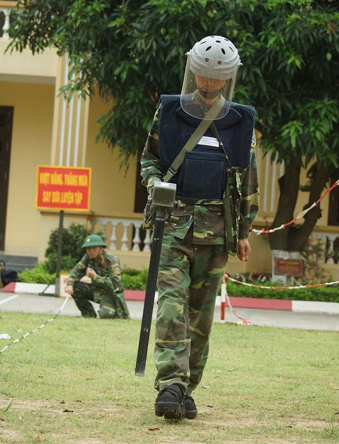 Mục kích lính công binh huấn luyện chống khủng bố - Ảnh 4.