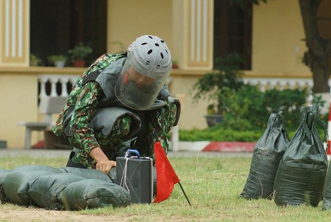 Mục kích lính công binh huấn luyện chống khủng bố - Ảnh 6.