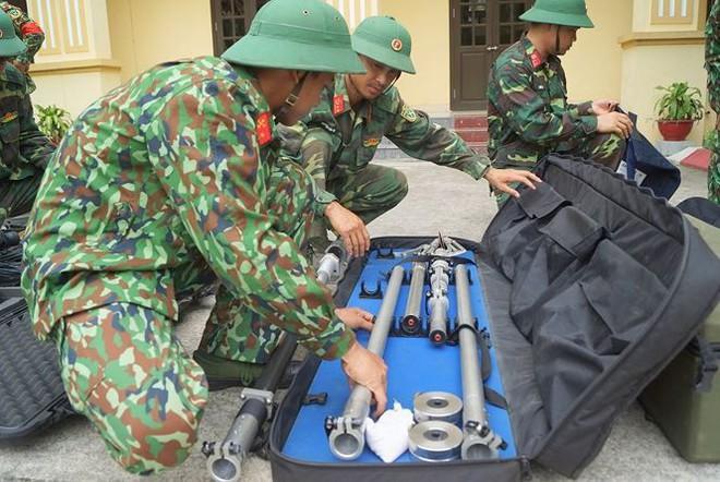 Mục kích lính công binh huấn luyện chống khủng bố - Ảnh 10.