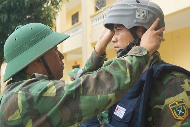 Mục kích lính công binh huấn luyện chống khủng bố - Ảnh 12.