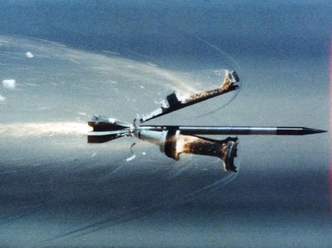 Ngạc nhiên: Pháo phản lực phóng loạt cũng bắn được đạn dưới cỡ như pháo tăng - Ảnh 1.