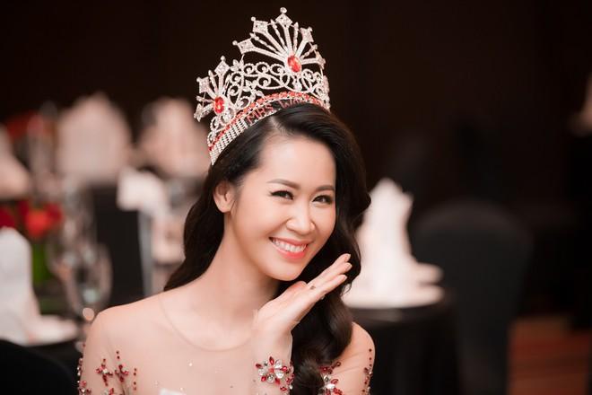 Dương Thuỳ Linh lộng lẫy xuất hiện sau khi đoạt giải Hoa hậu Phụ nữ toàn thế giới - Ảnh 17.