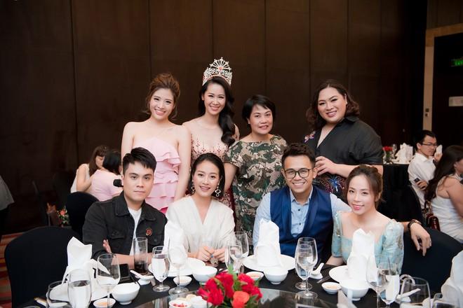 Dương Thuỳ Linh lộng lẫy xuất hiện sau khi đoạt giải Hoa hậu Phụ nữ toàn thế giới - Ảnh 15.