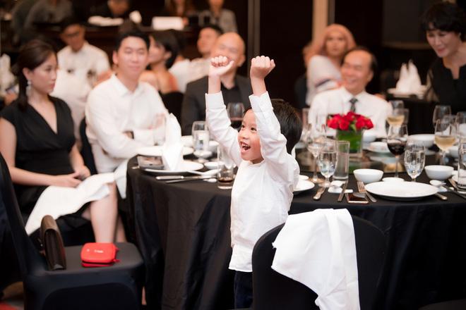 Dương Thuỳ Linh lộng lẫy xuất hiện sau khi đoạt giải Hoa hậu Phụ nữ toàn thế giới - Ảnh 7.