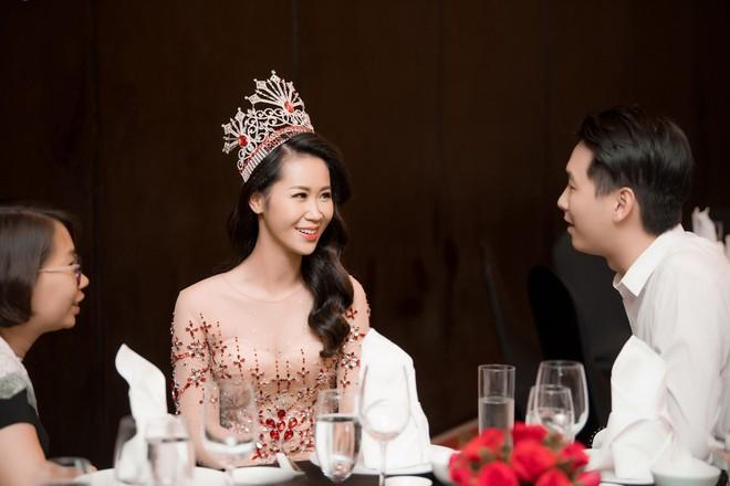 Dương Thuỳ Linh lộng lẫy xuất hiện sau khi đoạt giải Hoa hậu Phụ nữ toàn thế giới - Ảnh 14.