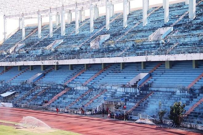 Kỷ luật 2 cán bộ tiếp tay bán sân vận động Chi Lăng   - Ảnh 1.
