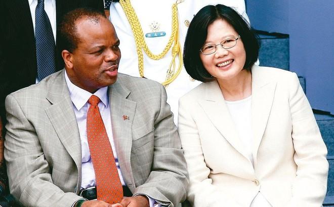 """Mặc Bắc Kinh lôi kéo, một đồng minh nghèo châu Phi vẫn thề """"đến chết không rời"""" Đài Loan"""