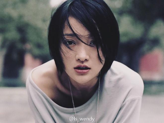 Châu Tấn: Trái tim từng đau đớn vì Lý Á Bằng phản bội, ngỡ tìm thấy hạnh phúc lại dậy sóng với tin đồng tính - Ảnh 2.
