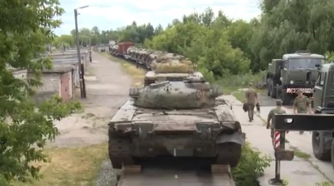 Thừa xe tăng, Nga xử lý kiểu con nhà giàu: Đem T-80 làm mục tiêu cho tiêm kích oanh tạc! - Ảnh 2.