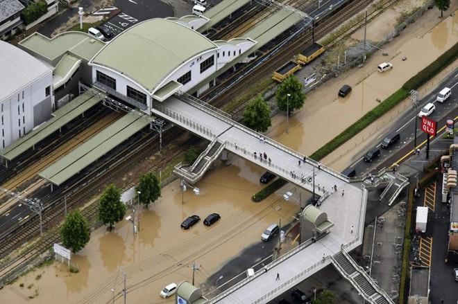 Chùm ảnh miền Tây Nhật Bản bị nhấn chìm bởi trận mưa kỉ lục  - Ảnh 7.