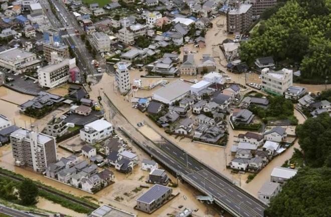 Chùm ảnh miền Tây Nhật Bản bị nhấn chìm bởi trận mưa kỉ lục  - Ảnh 9.