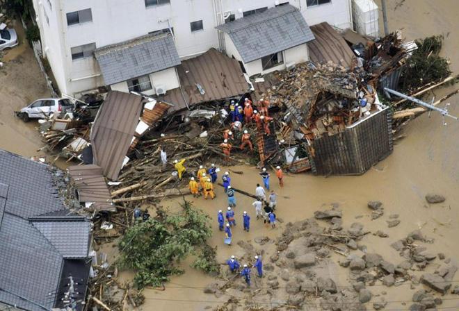 Chùm ảnh miền Tây Nhật Bản bị nhấn chìm bởi trận mưa kỉ lục  - Ảnh 10.