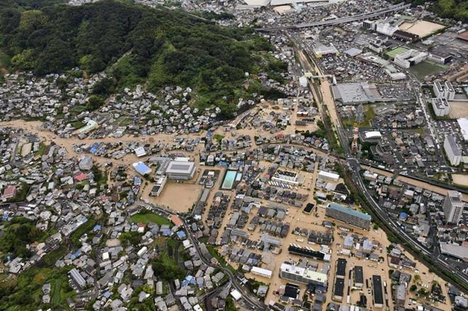 Chùm ảnh miền Tây Nhật Bản bị nhấn chìm bởi trận mưa kỉ lục  - Ảnh 11.