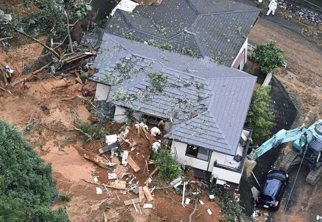 Chùm ảnh miền Tây Nhật Bản bị nhấn chìm bởi trận mưa kỉ lục  - Ảnh 12.