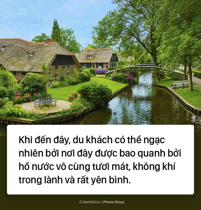 Ngôi làng chẳng có đường ô tô xe máy chỉ được di chuyển bằng thuyền - Ảnh 2.