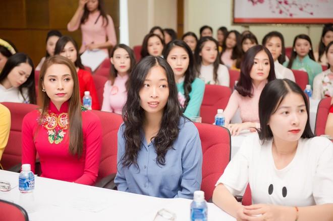 Nữ du học sinh Việt là thạc sĩ tại Pháp, tiến sĩ Vật lý lượng tử tại Ý dự thi Hoa hậu Việt Nam 2018 - Ảnh 2.