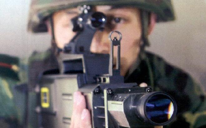 """Trung Quốc """"gây sốc"""" thế giới bằng vũ khí laser chiến thuật"""