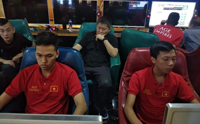 Tạm gác mọi tranh đấu, 2 cao thủ Việt Nam lội ngược dòng để vô địch trên đất Trung Quốc