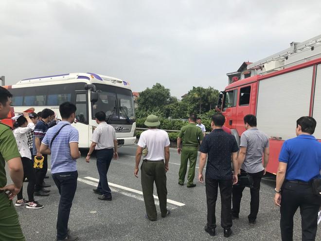 Dựng lại hiện trường vụ xe khách đâm xe cứu hoả khiến 1 chiến sỹ cảnh sát PCCC tử vong - Ảnh 19.