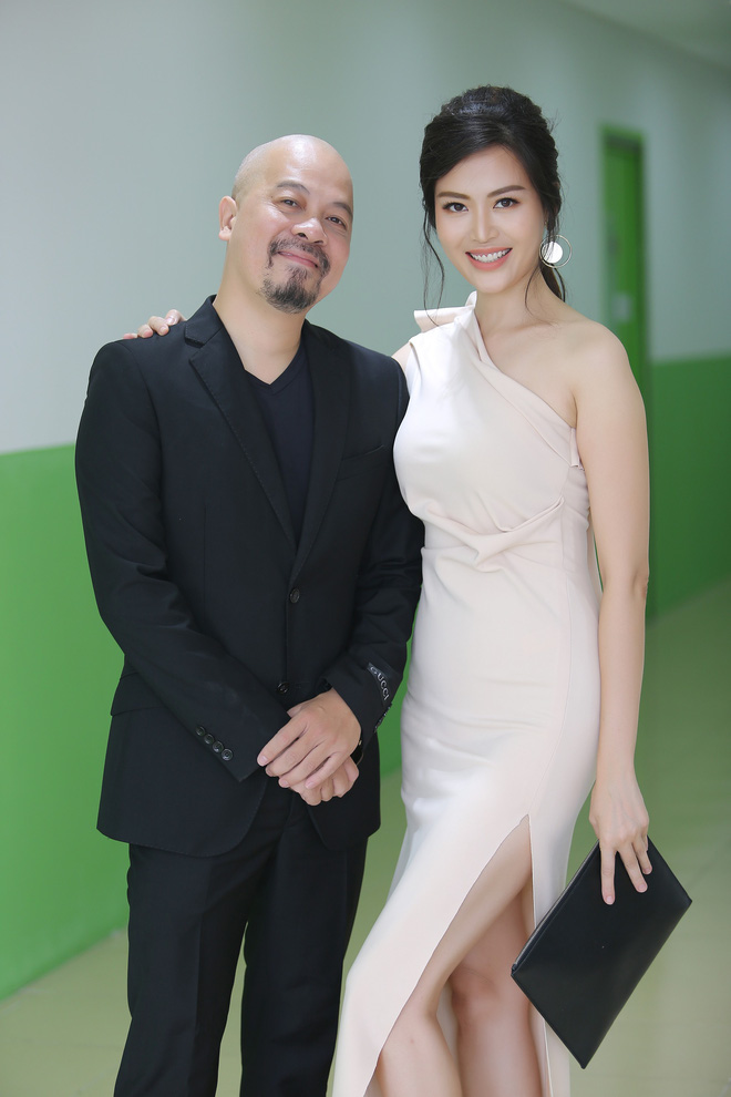 Hoa hậu Thu Ngân tái xuất với vóc dáng mảnh mai, gợi cảm sau gần 1 năm sinh con - Ảnh 8.
