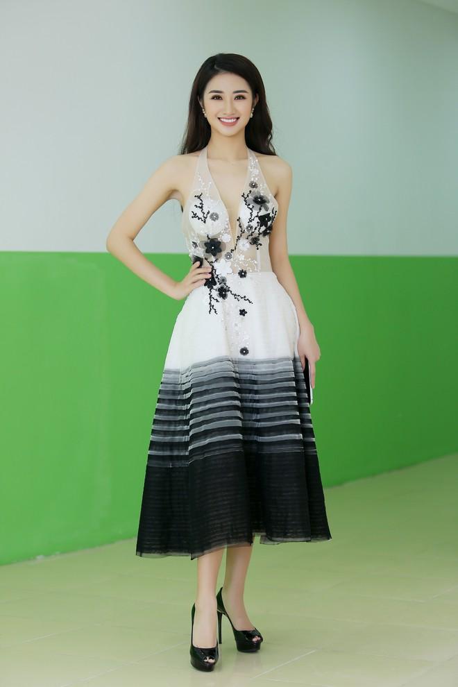 Hoa hậu Thu Ngân tái xuất với vóc dáng mảnh mai, gợi cảm sau gần 1 năm sinh con - Ảnh 3.