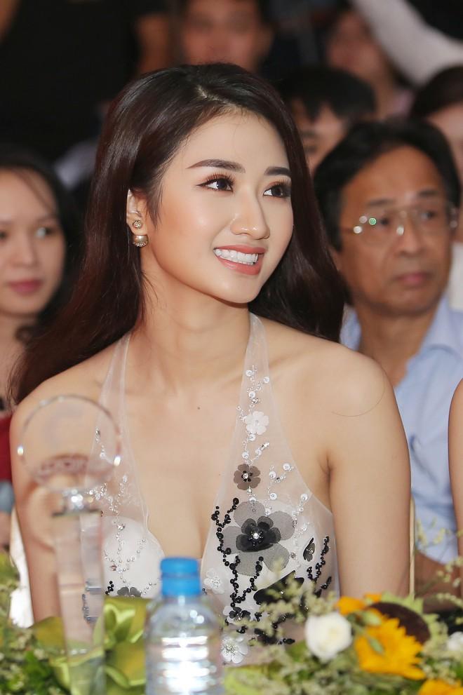 Hoa hậu Thu Ngân tái xuất với vóc dáng mảnh mai, gợi cảm sau gần 1 năm sinh con - Ảnh 4.