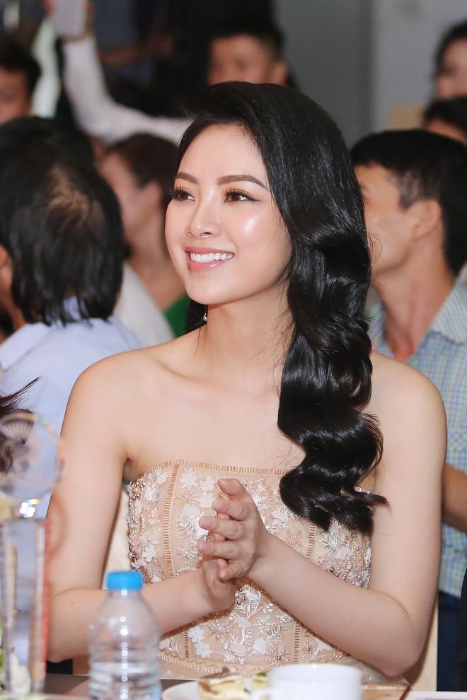 Hoa hậu Thu Ngân tái xuất với vóc dáng mảnh mai, gợi cảm sau gần 1 năm sinh con - Ảnh 6.