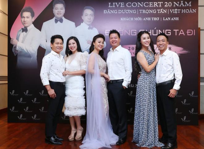 Vợ Đăng Dương chê chồng thẳng mặt: Thấy anh Dương hát trên tivi tôi thường tắt đi vì xấu quá - Ảnh 2.