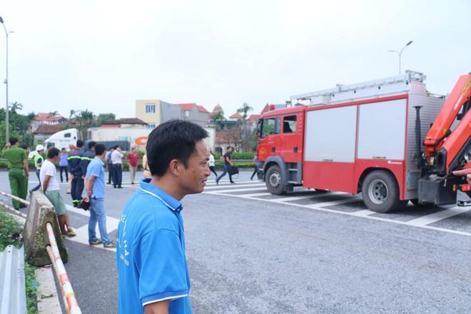 Dựng lại hiện trường vụ xe khách đâm xe cứu hoả khiến 1 chiến sỹ cảnh sát PCCC tử vong - Ảnh 4.
