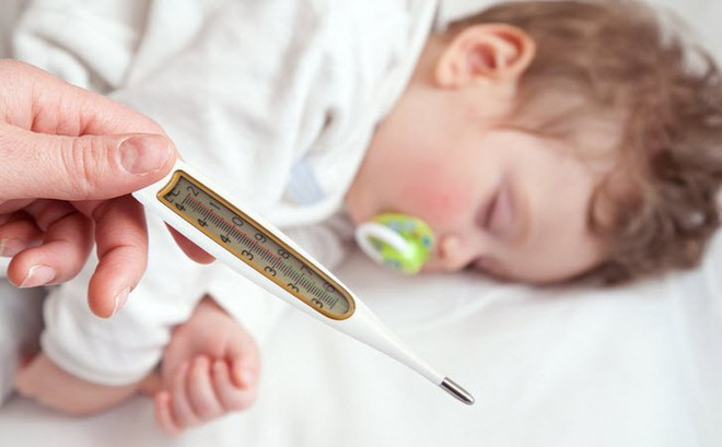 """Đừng thấy sốt là sợ: Bác sĩ bệnh viện Bạch Mai """"chỉ mặt"""" tác dụng có lợi và có hại của sốt"""