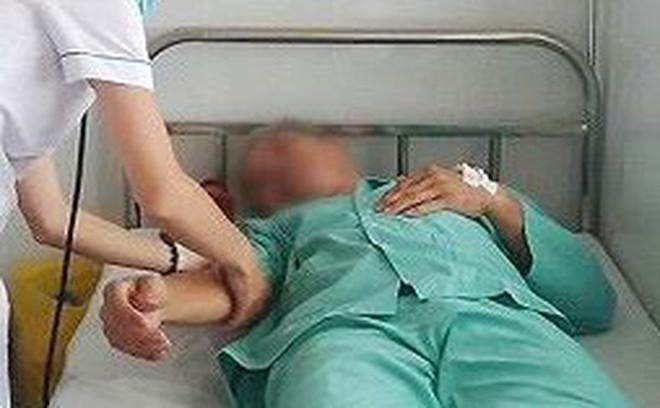Suýt chết vì nhét bình sữa vào hậu môn để chữa bệnh