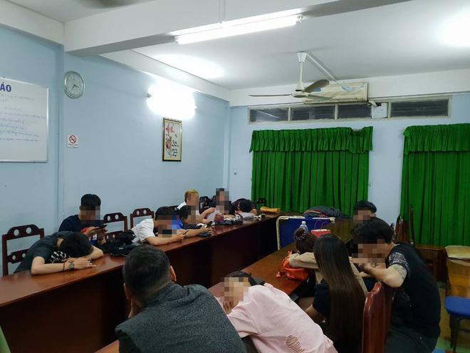 Gần 15 thanh niên nam nữ thuê khách sạn phê ma tuý tập thể ở Sài Gòn - Ảnh 1.