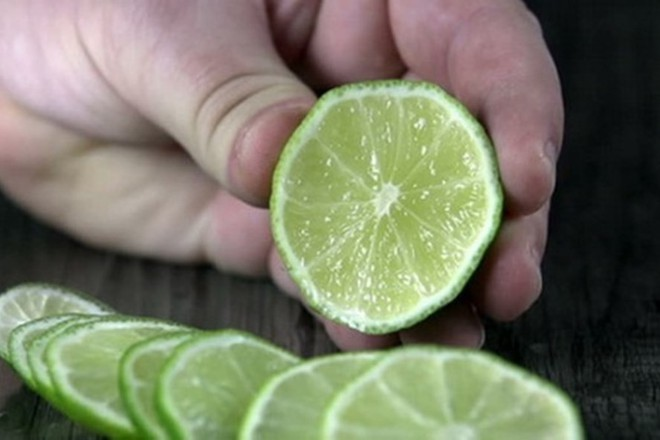 Bí quyết xào rau muống xanh mướt như nhà hàng, không bị thâm đen: Chỉ đơn giản trong 3 bước - Ảnh 3.
