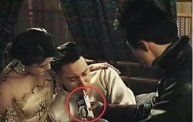 Sạn khó chấp nhận trong phim cổ trang: Quách Tĩnh đeo đồng hồ, Trương Vệ Kiện mặc áo ba lỗ - Ảnh 6.