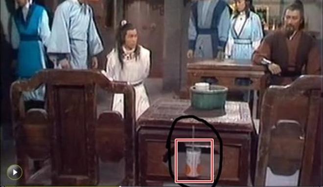 Sạn khó chấp nhận trong phim cổ trang: Quách Tĩnh đeo đồng hồ, Trương Vệ Kiện mặc áo ba lỗ - Ảnh 9.