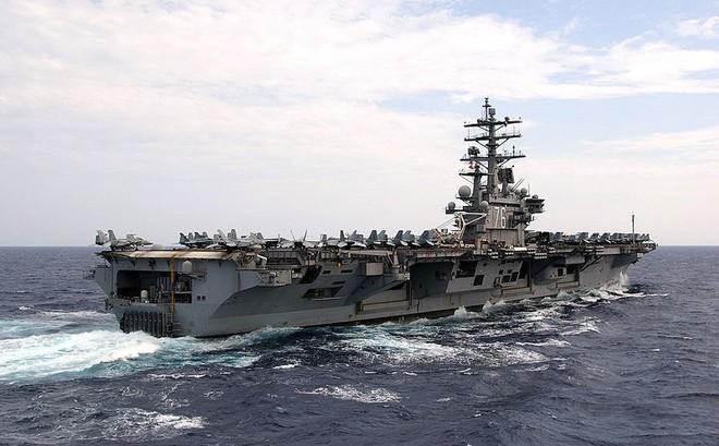 """Tư lệnh hải quân Mỹ tuyên bố """"kiên định"""" bám trụ biển Đông, mặc Trung Quốc hung hăng"""