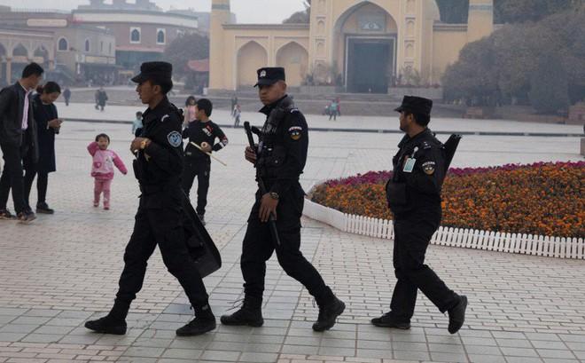 """LHQ báo cáo TQ lập trại bí mật nhốt hàng triệu người ở Tân Cương, tờ Hoàn Cầu """"nổi đóa"""""""
